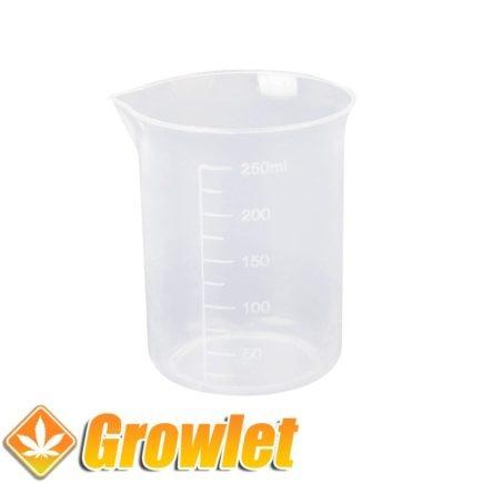 vaso de plástico para medir líquidos